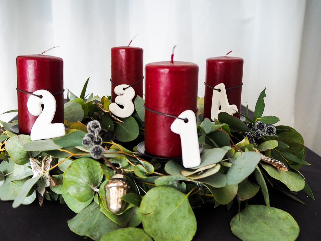 diy anleitung adventskranz mit eukalyptus frau tollk hr. Black Bedroom Furniture Sets. Home Design Ideas